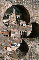 Europe/France/Languedoc-Roussillon/30/Gard/Uzès: La Cathédrale et les toits vus depuis la tour Bermonde du château