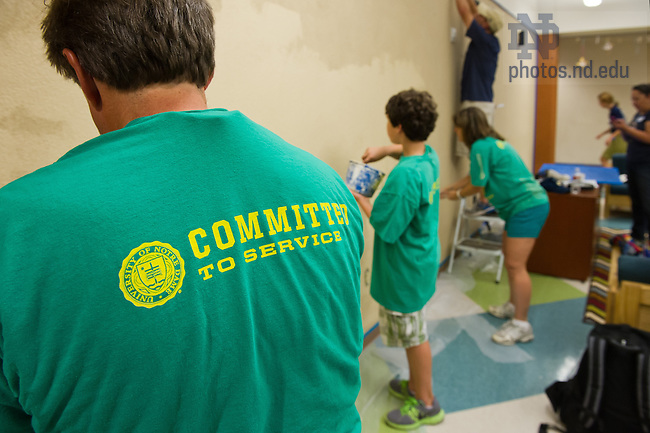 Oct. 4, 2013; Alumni Association service project at a Catholic Charities facility in Fort Worth as part of the Shamrock Series.<br /> <br /> Photo by Matt Cashore/University of Notre Dame