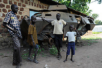 SOUTH SUDAN, Bahr al Ghazal region, Lakes State, town Rumbek , Dinka children at old battle tank from war between SPLA and north sudanese army / SUED-SUDAN  Bahr el Ghazal region , Lakes State, Rumbek , Dinka Kinder am Wrack eines nordsudanesischen Schuetzenpanzers aus dem Buergerkrieg mit dem Sudan an der Rumbek Secondary School