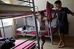 30.6.2014, Potsdam. Asylbewerberheim der Diakonie An der Alten Zauche 2b. Familie Mahmo. Vater Konstantin, Frau Jaqueline, Mutter: Simav (15), Rosa (14), Oskar (11), Ibrahim (6)