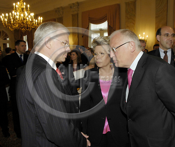 Brussels-Belgium - 07 March 2008---Annual reception by Hessen at Cercle Royal Gaulois; here, Minister-President Dr. Roland KOCH (le) with EU-Commissioners Viviane REDING (ce) and Guenter VERHEUGEN (ri)---Photo: Horst Wagner / eup-images