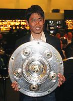 FUSSBALL   1. BUNDESLIGA   SAISON 2011/2012   34. SPIELTAG Borussia Dortmund feiert im Restaurant View in Dortmund die Meisterschaft am 05.05.2012 Shinji Kagawa