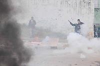 SAO PAULO, SP,27 de junho 2013-Confronto entre Policia Militar e moradores durante uma reintegracao de posse em Sao Mateus no  Parque Sao Rafael no local vive mais de 500 familias -  ADRIANO LIMA / BRAZIL PHOTO PRESS).