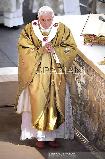 Pope Benedict XVI  celebrate a beatification mass of three new Saints, Bonifacia Rodriguez De Castro of Spain, Guido Maria Conforti of Italy and Luigi Guanella of Italy, in St Peter's square at Vatican on October 23, 2011