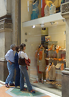 Italien, Lombardei, Mailand: Einkaufsbummel in der Galleria Vittorio Emanuele | Italy, Milan: Shopping Vittorio Emanuele Arcade