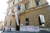 Il presidio davanti alla sede dell'Ispesl a Roma, 7 giugno 2010, contro i tagli agli enti di ricerca..UPDATE IMAGES PRESS/Riccardo De Luca