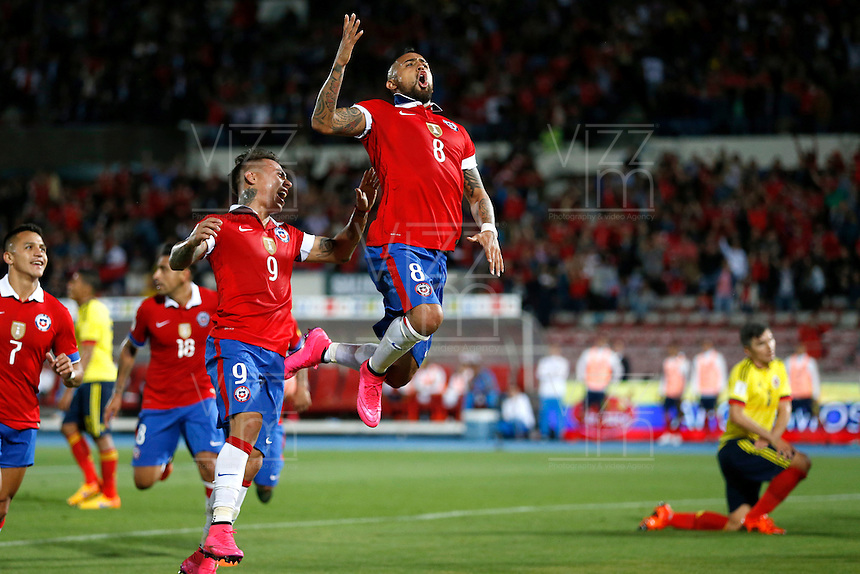 SANTIAGO DE CHILE- CHILE-12-11-2015: Arturo Vidal (Der.) jugador de Chile, celebra el gol anotado a Colombia, durante partido de la fecha 3 válido por la clasificación a la Copa Mundo FIFA 2018 Rusia jugado en el Estadio Nacional Julio Martinez de la ciudad de Santiago de Chile. /  Arturo Vidal  (R) player of Chile,  celebrates a scored goal to Colombia, during match for the date 3 valid for the 2018 FIFA World Cup Russia Qualifier played at Julio Martinez Nacional Stadium in Santiago de Chile city. Photo: VizzorImage / Marcelo Hernandez/Photosport / Cont.
