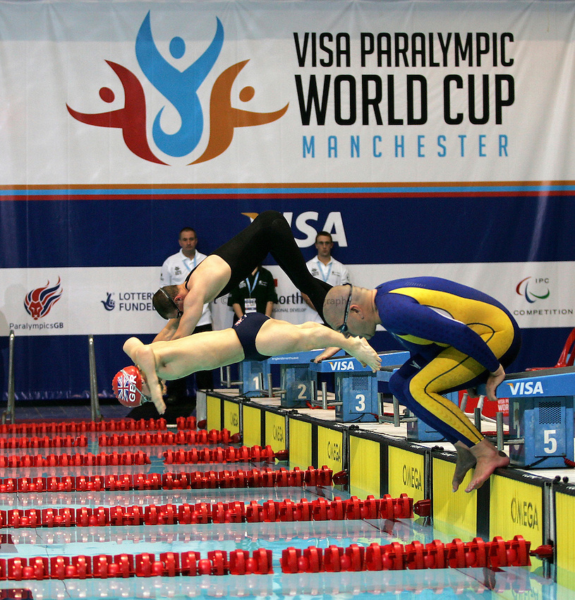 Photo: Paul Thomas..VISA Paralympic World Cup 2007. Swimming. 12/05/2007...PWC Swimming dive start.