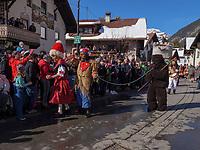 B&auml;r und B&auml;rentreiber beim Umzug Nassereither Schellerlauf, Fasnacht in Nassereith, Bezirk Imst, Tirol, &Ouml;sterreich, Europa, immaterielles UNESCO Weltkulturerbe<br /> bear and drover at parade of  Nassereither Schellerlauf-Fasnacht, Nassereith, Tyrol, Austria Europe, Intangible World Heritage