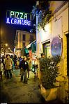 Turismo in Barriera # 2, una passeggiata alla scoperta di insoliti punti di vista in Barriera di Milano. Progetto della associazione ONEOFF nell'ambito di 'Cosa succede in Barriera' con la partecipazione di Luca Morino. Qui alla pizzeria Il Cavaliere in corso Vercelli.  Dic 2012