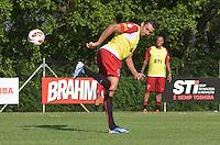 SAO PAULO, 04 DE MARCO DE 2013 - TREINO SAO PAULO - O jogador Lucio durante treino no CT da Barra Funda, regiao oeste da capital, na tarde desta segunda feira, 04. (FOTO: ALEXANDRE MOREIRA / BRAZIL PHOTO PRESS)