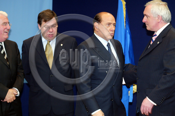 Belgium -- Brussels -- 17 JUNE 2004 -- Council --- EU-Summit -- Arrivals -- Brian COWEN, Minister for Foreign affairs, Ireland; Silvio BERLUSCONI, Prime Minister, Italy; Bertie AHERN, Prime Minister, Ireland -- PHOTO:  / ANNA-MARIA ROMANELLI / EUP-IMAGES