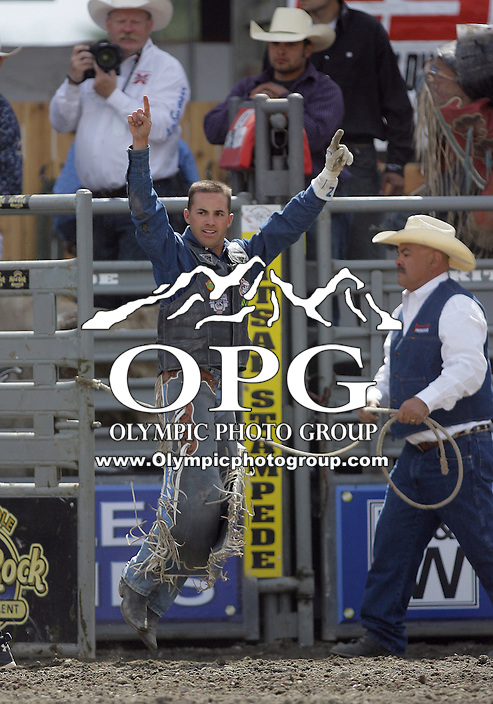 29 Aug 2010: Zed Landham raises his hands in the air after scoring a 85.5 during the first round of the Seminole Hard Rock Extreme Bulls competition at the Kitsap County Stampede in Bremerton, Washington.