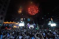 SÃO PAULO, SP, 01 DE JANEIRO DE 2012 - 15º REVEILLON NA PAULISTA: A chegada do ano de 2012 é comemorada com muita festa em São Paulo, durante a 15ª edição do Reveillon na Paulista.  FOTO: LEVI BIANCO - NEWS FREE.