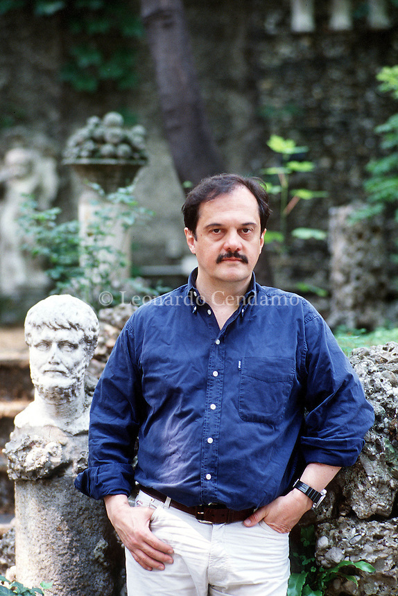 2000: APOSTOLOS DOXIADIS, WRITER © Leonardo Cendamo
