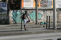 RIO DE JANEIRO, RJ. 27.09.2019 - DIA DE COSME E DAMIÃO - Movimentação das crianças no bairro da Penha na zona norte do Rio de Janeiro (RJ) em busca de saquinhos de doces, nesta sexta-feira (27) dia de comemoração de São Cosme e São Damião. (Foto: Celso Barbosa/Código19)
