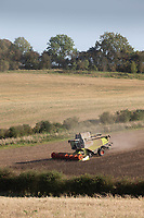12.9.2020 Harvesting beans   <br /> ©Tim Scrivener Photographer 07850 303986<br />      ....Covering Agriculture In The UK.