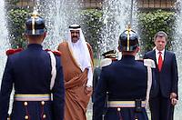 BOGOTA - COLOMBIA- 15-02-2013: Hamad Bin Khalifa Al Thani (Izq.) Emir del Estado de Qatar, Juan Manuel Santos (Der), Presidente de Colombia, reciben honores militares en la casa de Nariño en Bogotá, febrero 15 de 2013. Al Thani se encuentra en Colombia en visita oficial por dos días. (Foto: VizzorImage / Javier Casella / SIG)  PARA USO EDITORIAL UNICAMENTE. Hamad Bin Khalifa Al Thani (L), Emir of State of Qatar, Juan Manuel Santos (R), President of Colombia received military honors at the Presidential Palace in Bogota, February 15, 2013.Al Thani is in Colombia on an official visit for two days. (Photo: VizzorImage / Javier Casella / SIG) FOR EDITORIAL USE ONLY..