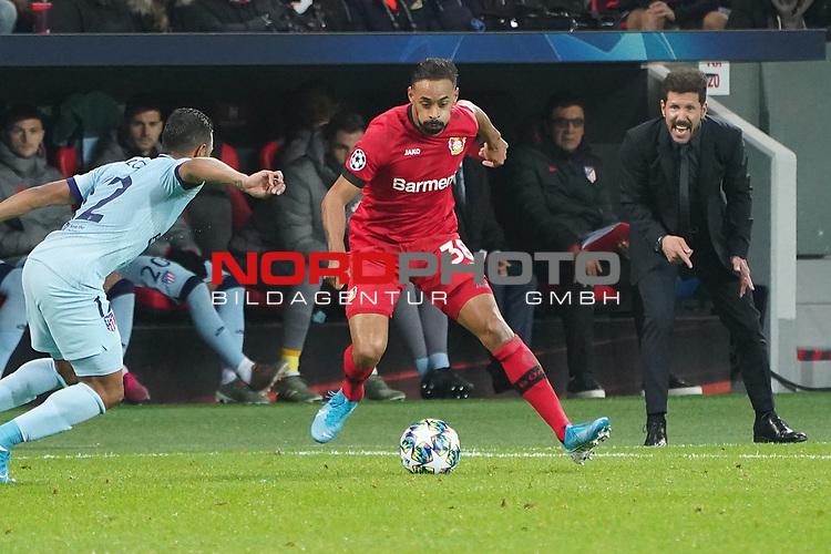 06.11.2019, BayArena, Leverkusen, Championsleague, Vorrunde, 4. Spieltag, GER, UEFA  CL, Bayer 04 Leverkusen (GER) vs. Atletiko Madrid (ESP),<br />  <br /> UEFA regulations prohibit any use of photographs as image sequences and/or quasi-video<br /> <br /> im Bild / picture shows: <br /> Diego Simeone Trainer / Coach (Atletico Madrid), re regt sich auf <br /> <br /> Foto © nordphoto / Meuter<br /> <br /> <br /> <br /> Foto © nordphoto / Meuter