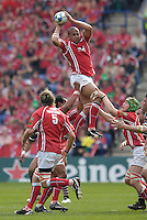 Leicester, Great Britain, Scarlets, Gavin THOMAS catches the line out ball at the tail of the line, during the Heineken Cup Semi Final, Leicester Tigers vs Llanelli Scarlets played at the Walker Stadium, on Sat. 21.04.2007. [Photo Peter Spurrier/Intersport Images]