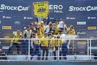 SÃO PAULO, SP, 09.12.2018 - STOCK CAR - Daniel Serra comemora a conquista da Stock Car Brasil 2018, após última etapa realizada no autódromo de Interlagos em São Paulo, na manhã deste domingo, 9. (Foto: Levi Bianco/Brazil Photo Press)