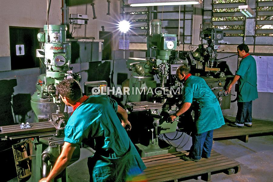 Industria metalurgica em Guarulhos. São Paulo. 2000. Foto Juca Martins.