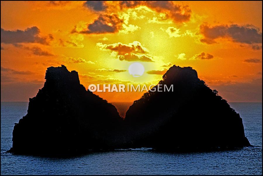 Entardecer na Ilha Dois Irmãos no Arquipélago de Fernando de Noronha. © Juca Martins.