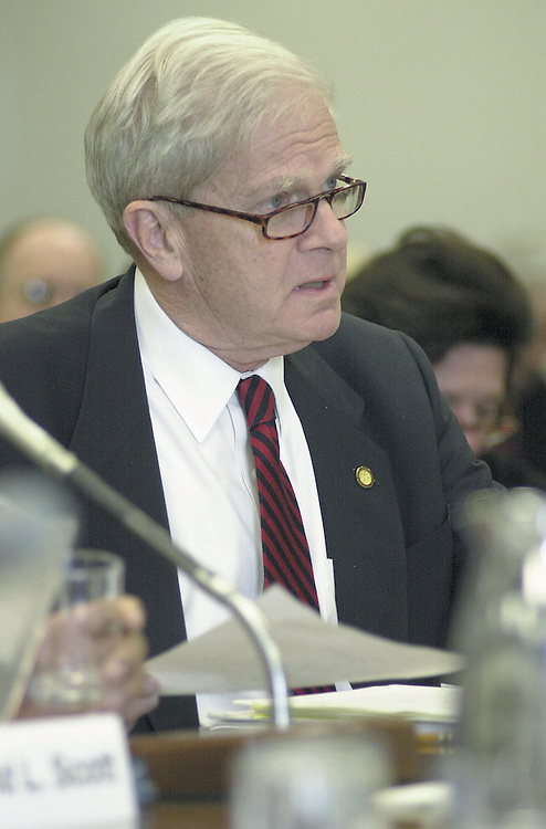 RC20000222-320-RR: February 22, 2000: Librarian of Congress James Billington testifies at the Sen. Appropriations Leg. Branch hearing on Tuesday 2/22 in the Sen. Dirksen Office Bld..      Rebecca Roth/Roll Call.