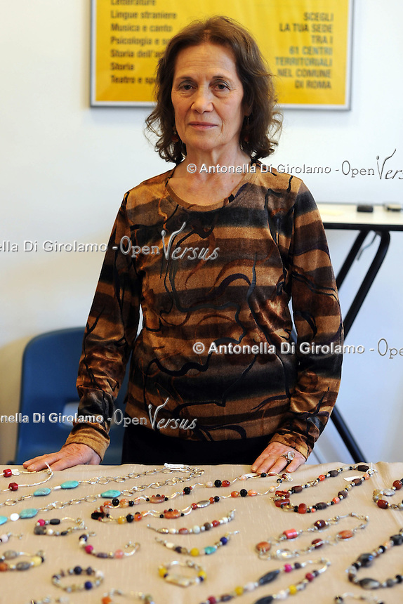 Rosina Gagliarducci, bijoux.Porte aperte alla Upter.Mostra mercato di artigiani, artisti e cultori del vintage ospitata nei locali della Università Popolare di Roma. La manifestazione si tiene ogni terza domenica del mese..Doors open at Upter.Trade Show fair of artisans, artists and lovers of Vintage. The event is in the premises of the Popular University of Rome and is held every third Sunday of the month..