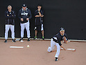 (L-R) Joe Girardi, Masahiro Tanaka (Yankees), FEBRUARY 26, 2015 - MLB : Masahiro Tanaka (R) of the New York Yankees practices pitching watched by manager Joe Girardi (L) in the bullpen during the New York Yankees spring training camp in Tampa, Florida, United States. (Photo by AFLO)