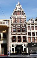 Nederland - Amsterdam - 2018.  Old Amsterdam cheese store aan het Damrak.    Foto Berlinda van Dam / Hollandse Hoogte.