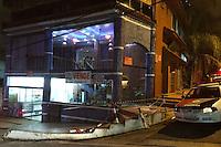 GUARULHOS, SP, 09.05.2014 - PAI MATA FILHA DE 7 ANOS E SE SUICIDA EM GUARULHOS-SP - No início da noite deste sábado, um homem do sexo masculino matou a própria filha de 7 anos (enforcada) e se suicidou (enforcado) em seguida pela Rua Professor Leopoldo Peperini, na cidade de Guarulhos/SP. Segundo informações da policia militar tudo teria sido motivado por separação, conforme carta deixada pelo autor do homicidio/suicidio.  (Foto: Geovani Velasquez / Brazil Photo Press).