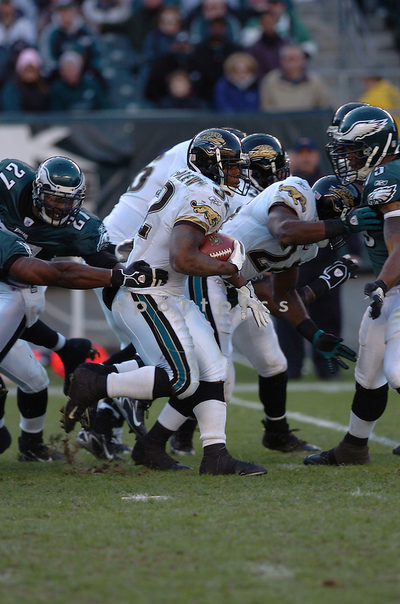 MAURICE JONES-DREW of the Jacksonville Jaguars  in action against the Philadelphia Eagles on October 29, 2006 in Philadelphia PA...Jaguars win 13-6..Tomasso DeRosa / SportPics