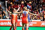 ROTTERDAM -  Kyra Fortuin (Ned) scoort   tijdens de Pro League hockeywedstrijd dames, Nederland-USA  (7-1) . links Xan de Waard (Ned)  COPYRIGHT  KOEN SUYK