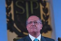 SAO PAULO, SP, 25.01.2014 - POSSE REITOR DA USP - Governador Geraldo Alckmin durante posse do novo reitor da USP, Marco Antonio Zago no Auditório Ulysses Guimarães, no Palácio dos Bandeirantes na região sul da cidade de Sao Paulo, deste sábado, 25. Zago é professor titular da USP desde 1990. Dentre outros cargos, foi presidente do Conselho Nacional do Desenvolvimento Científico e Tecnológico (CNPq) entre 2007 e 2010. Desde 2010, era pró-reitor de Pesquisa da USP.(Foto: Vanessa Carvalho / Brazil Photo Press).