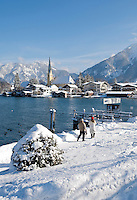 Germany, Bavaria, Upper Bavaria, Tegernseer Valley, Winter at Lake Tegern, view at Rottach-Egern