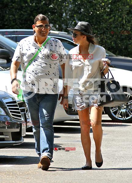 Lindsay Lohan se le vio  vio salir y partir de restaurante  Ciccone  con un amigo.<br /> Se le puede ver calzones(  bragas)  y pantalones cortos. Los &Aacute;ngeles, CA 01 de agosto 2012.<br />  <br /> FOTO:MediaCircuit/NortePhoto.com<br /> <br /> **CREDITO*OBLIGATORIO** <br /> *No*Venta*A*Terceros*<br /> *No*Sale*So*third*<br /> *** No Se Permite Hacer Archivo**<br /> *No*Sale*So*third*