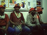 SUDAFRICA - Kimberley, miniera di diamanti di Bultfontein ( Miniere De Beers): minatori con abiti da lavoro e caschetti con torce frontali.