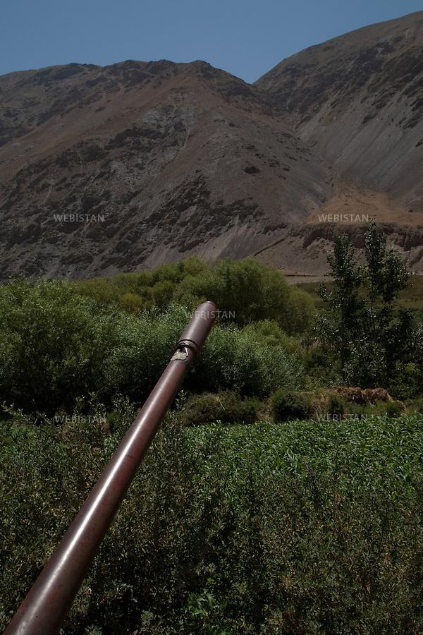 AFGHANISTAN - VALLEE DU PANJSHIR - REGION DE ASTANEH - 16 aout 2009 : canon d'un char pris aux russes par les Moudjahidin du Commandant Massoud lors de la guerre d'Afghanistan de 1979 - 1989. La photographie appartient a la serie &quot;Il etait une fois l'Empire Russe&quot;. <br /> <br /> AFGHANISTAN - PANJSHIR VALLEY - ASTANEH REGION  - August 16th, 2009 : The cannon of an old Russian tank seized by Commander Massoud's mujahideen during the Afghan war of 1979-1989. The photograph is part of the series &quot;Once Upon a Time, the Russian Empire&quot;.
