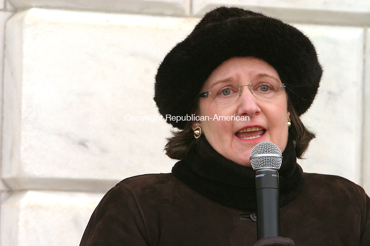 WATERBURY, CT-01 JANUARY, 2011-010111JS09-Helen Curry, the great grand daughter of Cass Gilbert thanks the City of Waterbury for their dedication to preserve City Hall during the official Rededication ceremony Saturday at City Hall in Waterbury. City Hall is now reopened following a 4-year $35.9 million renovation. <br /> Jim Shannon Republican-American