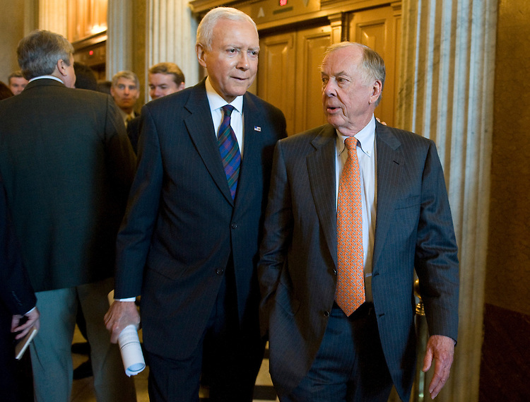 "Sen. Orrin Hatch, R-Utah, left, walks with BP Capital Management Chairman Boone Pickens as they head to their news conference on Wednesday, July 8, 2009, with Sen. Menendez to introduce the ""New Alternative Transportation to Give Americans Solutions"" (NAT GAS) Act, which supports vehicles that run on clean natural gas."