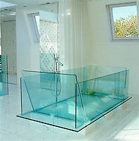 The large glass bath in the sleeping area was designed by Harvey West with fixtures by Philippe Starck