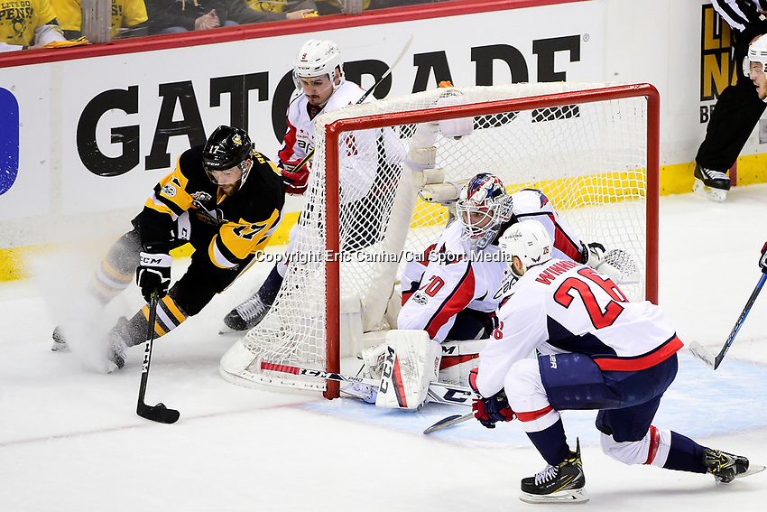 May 8, 2017: Pittsburgh Penguins right wing Bryan Rust (17) tries the wrap around on Washington Capitals goalie Braden Holtby (70) during game 6 of the second round of the National Hockey League Eastern Conference Stanley Cup Playoffs between the Washington Capitals and the Pittsburgh Penguins, held at PPG Paints Arena, in Pittsburgh, PA. Washington defeats Pittsburgh 5-2 to tie the best of seven series 3-3. Eric Canha/CSM