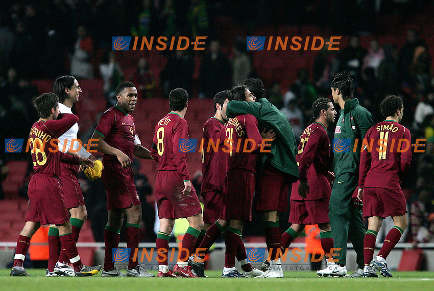Portugal's playes celebrate during a friendly match at Emirates Stadium in London, Tuesday February 06, 2007. (INSIDE/ALTERPHOTOS/Alvaro Hernandez).