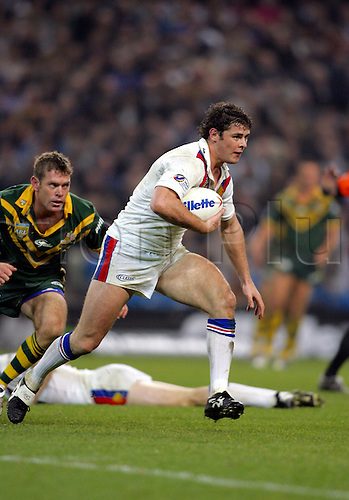 30 October 2004: Great Britain full back PAUL WELLENS runs with the ball during Game Three of the Gillette Tri-Nations Series between Australia and Great Britain, played at The City of Manchester Stadium, Manchester. Australia won the game 12-8 Photo: Glyn Kirk/Action Plus..041030 international rugby league player