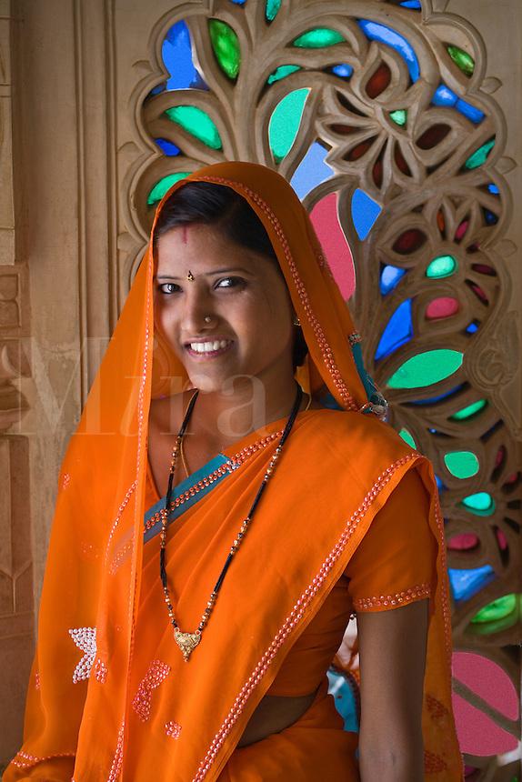 A RAJASTHANI BRIDE visits the CITY PALACE of UDAIPUR - RAJASTHAN, INDIA