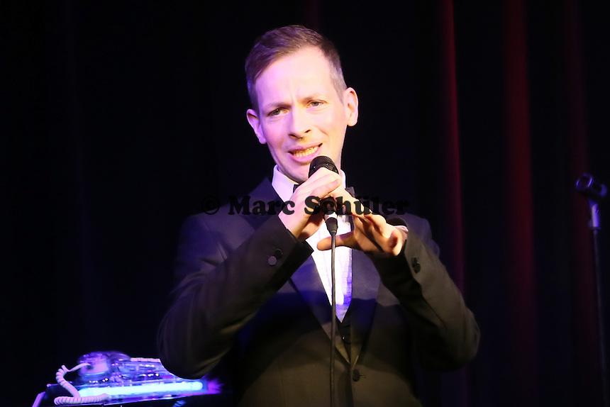 Dennis Fischer bei seinem Auftritt im Büttelborner Cafe Extra