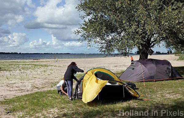 Nederland Almere  2018.  UrbanCampsite. Een weekend kamperen op het Almeerderstrand.   Foto Berlinda van Dam / Hollandse Hoogte