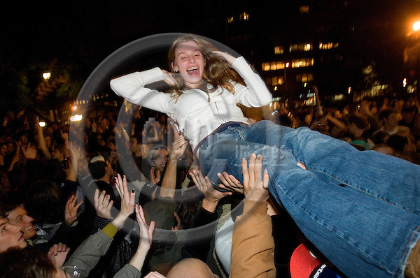 NEW YORK - USA 5 NOV 2008 -- At Union Square, New York a crowd is celebrating the elected president Barack Obama. A girl is being liftet up by the crowd of cheering democrat supporters.  -- PHOTO: © GORM K. GAARE/ EUP-BERLIN..
