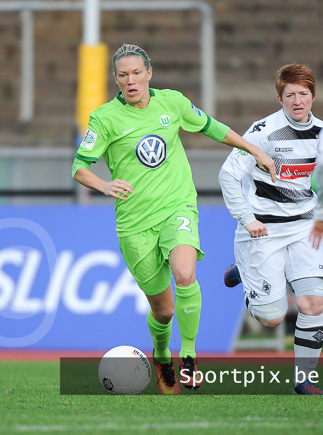 20161105 - MOENCHENGLADBACH , GERMANY : Wolfsburg's  Lara Dickenmann pictured during an Allianz Frauen Bundesliga game between Borussia Mönchengladbach and Vfl Wolfsburg during the 7th spieltag - game for the 2016-2017 Allianz Frauen-Bundesliga season , Saturday 5 th November 2016 ,  PHOTO Dirk Vuylsteke | Sportpix.Be